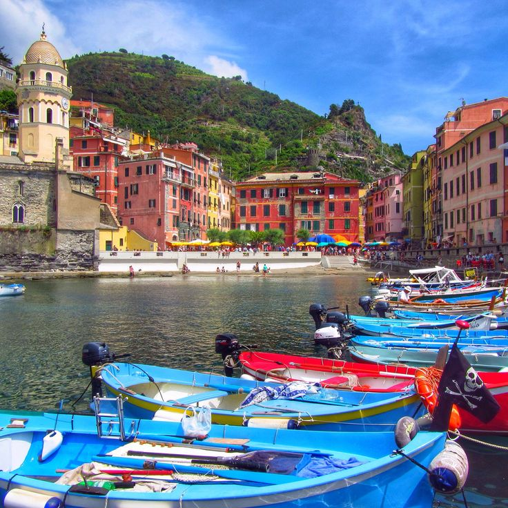 Vernazza, Cinque Terre, Italy www.thegirlswhowander.com