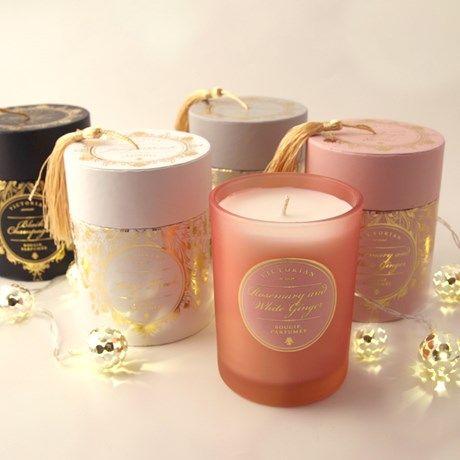 Deilige duftlys i luksuriøse innpakninger med dusk!