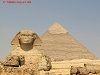 Den Sore Sfinks er den mest berømte skulptur i #Ægypten, og dens rolle er at være vogter for #Kefren_pyramiden. #Sfinksen er beliggende ved siden af Kefrens daltemplet, og består af en løvekrop og et menneskehoved, som skal forestille at være Kefren. Sfinksen er hugget af sandsten efter ordre fra Faraoen og måler 57 meter i længden og 20 meter i højden Sfinksens næsen blev i det 14, århundrede efter krists ødelagt af en meget reigiøs eller ekstrem Muslim, der troede at figuren var mod Islam