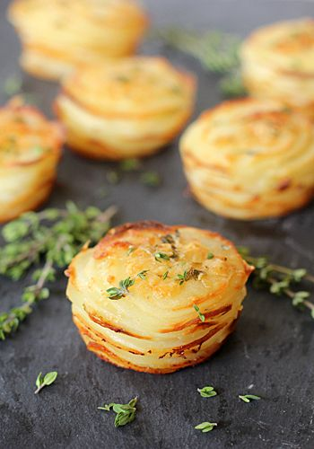 Potato stacks with garlic and thymes