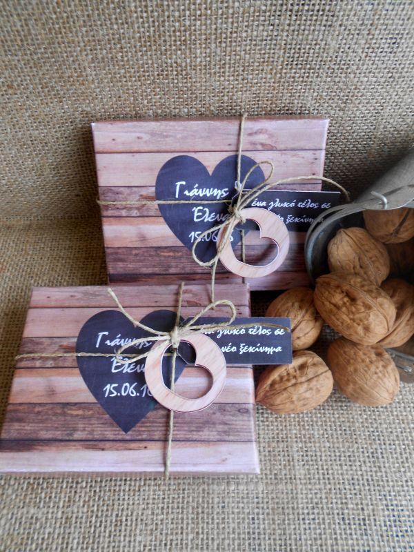 Μπομπονιέρα γάμου κουτί από χαρτόνι με ξύλινο φόντο