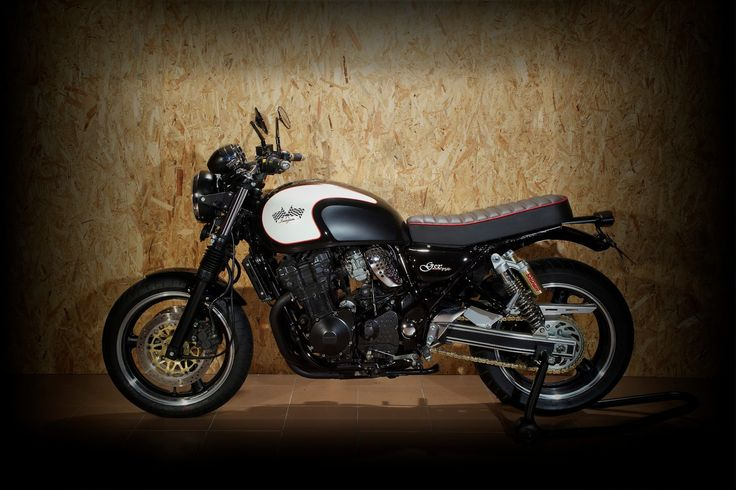 Suzuki Inazuma 750 classic style  https://www.facebook.com/pages/GiaMiRacing-Project-srl/165233979181?ref=hl