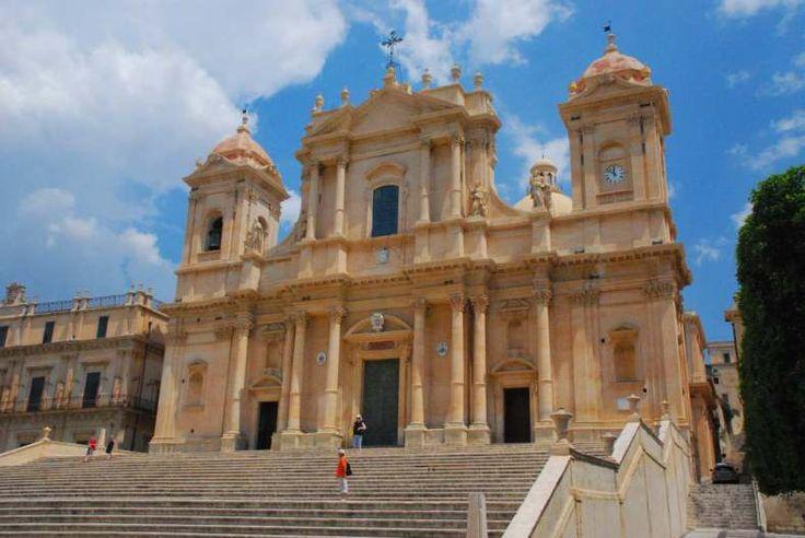 La cattedrale di San Nicolò è il luogo di culto cattolico più importante della città di Noto, nonché sede vescovile dell'omonima diocesi, in Sicilia. È ubicata sulla sommità di un'ampia scalinata, sul lato nord di piazza Municipio (area domus-ecclesiae), ed è dedicata a san Nicolò, vescovo di Mira.  La costruzione del tempio iniziò nel 1694, e fu completata nel 1703, anno in cui fu aperta al culto con una solenne benedizione