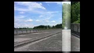 Super výlet na starý nedostavěný most . Most stavěný v letech 1939-1942 a 1945-1950 o délce 120 metrů a šířce 22 metrů byl postaven téměř 100 metrů nade dnem Sedlického potoka , dokonce i zkolaudován , ale provozu se nikdy nedočkal . LUCIE BÍLÁ Most přes minulost .