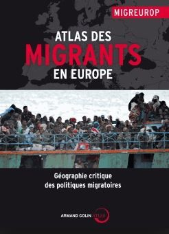 Une trentaine de thèmes sont examinés, notamment la politique européenne des visas et de regroupement familial, ses incohérences et ses conséquences négatives au niveau planétaire. [Renaud-Bray]