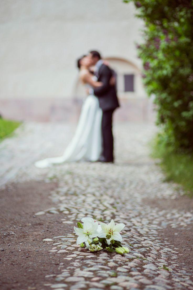 Spring wedding in Suomenlinna, Helsinki Finland. Photo by Katri Tamminen   katritamminen.kuvat.fi