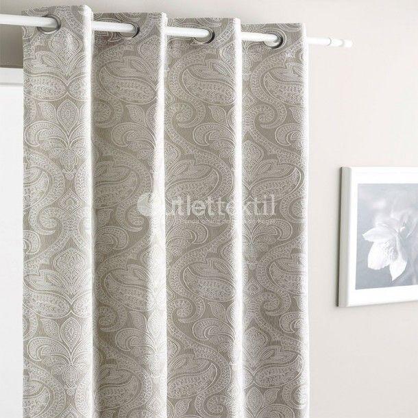 Cortina Confeccionada YANA Fundeco. Con un precioso estampado que recuerda a los dibujos en cachemir, estas cortinas confeccionadas quedarán muy elegantes en tu comedor o habitación.