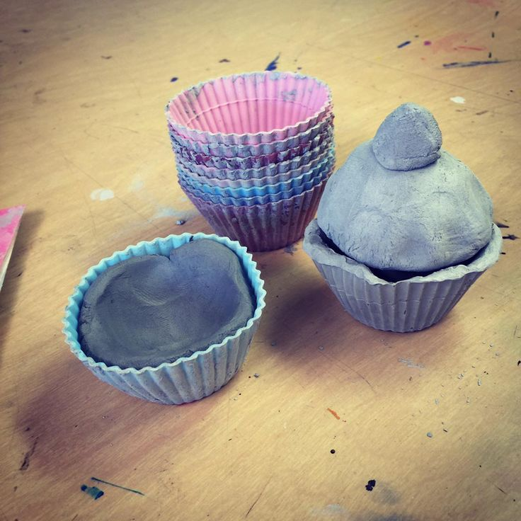 Silicone Cupcake Liners make this clay cupcake project a breeze for almost any age. #ceramic #artprojectsforkids #cupcake