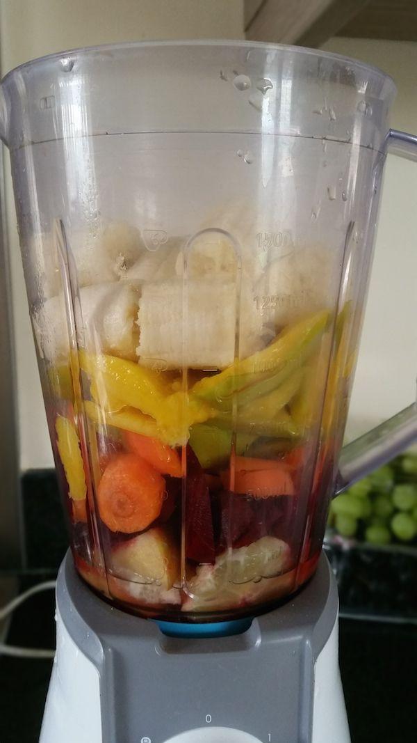 Licoarea diminetii Printre atatea sucuri verzi merge si unul rosu pentru detox sanguin  Pofta buna <3 http://www.bucatariavegana.ro/smoothie-mango-cu-sfecla-rosie-body-2015/