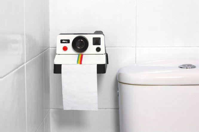 Objet ludique pour les toilettes // http://www.deco.fr/deco-piece/decoration-toilettes/actualite-712729-insolite-polaroid-polaroll.html
