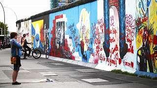 Berliinin muuri on yksi kaupungin suosituimpia nähtävyyksiä.