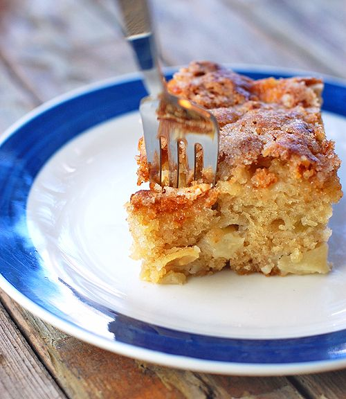 Cinnamon Sugar Apple Cake by pinchofyum #Breakfast #Cake #Apple