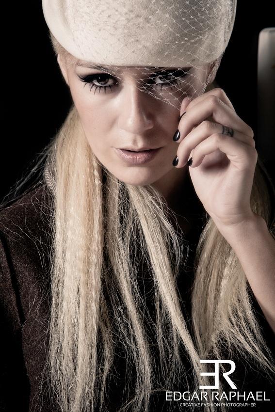 Photographer: Edgar Raphael   Model: Marta Melro   Stylist: Danyella Contrera   Make Up Artist: Ana Duarte   Hairstylist: Jessye Hutner   Special Thanks: Rocket Bar, CHI Coração, A outra Face da Lua e Ana Hickmann Eyewear