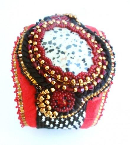 La tsarine bracelet brodé en pierre naturelle et cristal sw