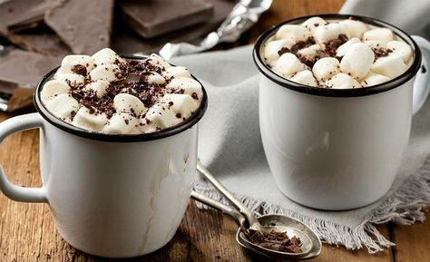Quentinho e cremoso, o chocolate quente caseiro demora apenas 20 minutos para ficar pronto. Acrescente marshmallow para deixar o…
