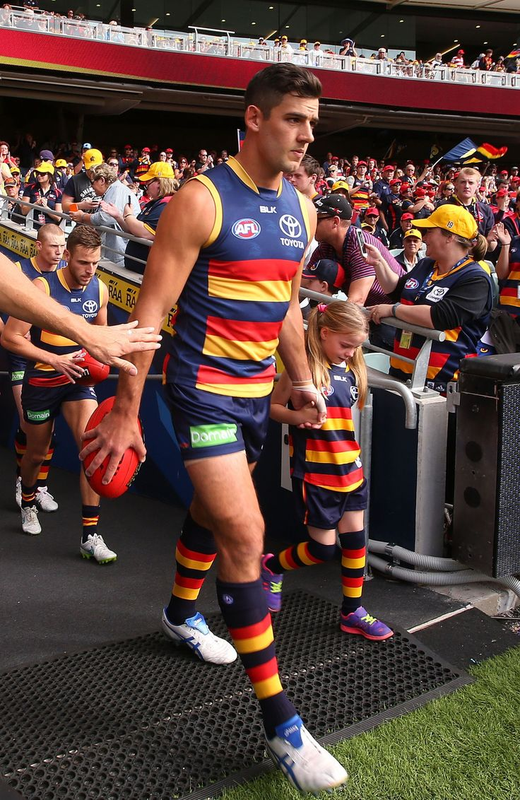 This Australian Football Player Comforted A Crying Fan And It's Adorable