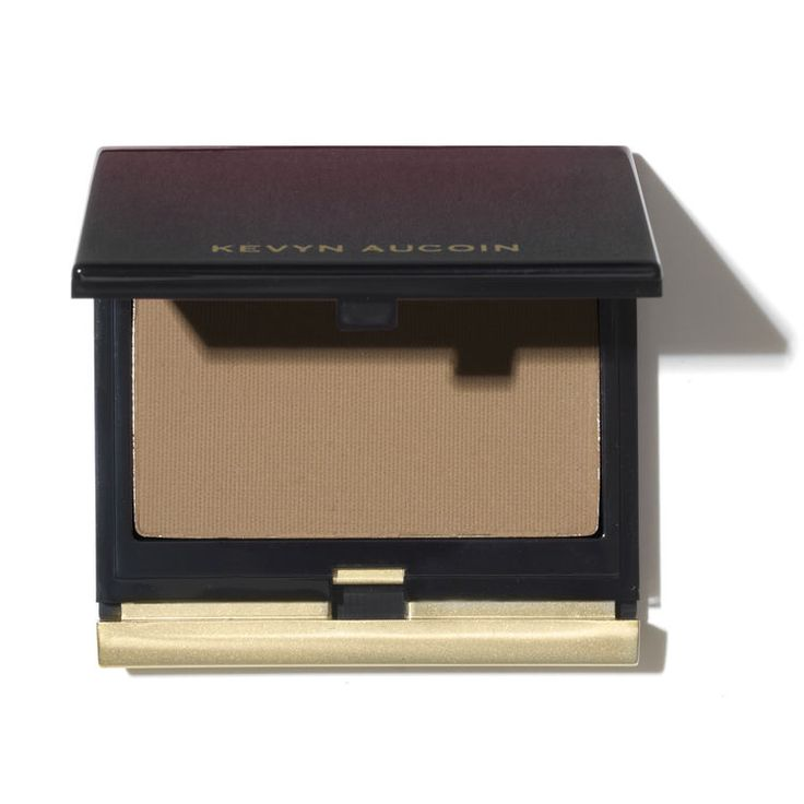 Kevyn Aucoin The Sculpting Powder gives the skin waterproof, crease-proof coverage for a subtle contoured look with natural shading and softness.
