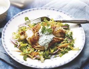 Kabeljauw met kruiden saus op salade