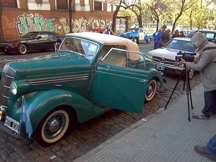 Dodge de 1936. Desfile histórico del 9 de Julio en San Telmo, Buenos Aires.