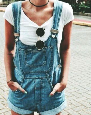This overalls outfit is so cute!