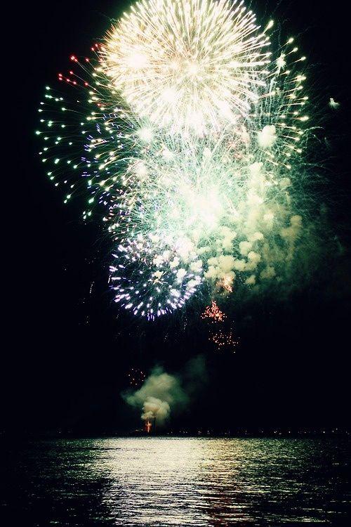 Fuegos artificiales de colores para una noche única y romántica!