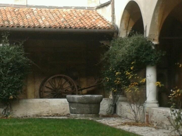 Un angolo del chiostro nel Museo civico di Bassano del Grappa