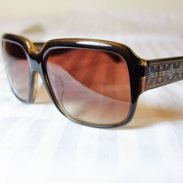 Famous Sun Glasses Brand - Memore Eyewear Original HongKong designer design items Over 30 different stylish deigns available now, come with different colors too. Come with FREE Stylish Sun Glasses Case Material: Plastic Frame Color: 2 colors HKD 395/pair