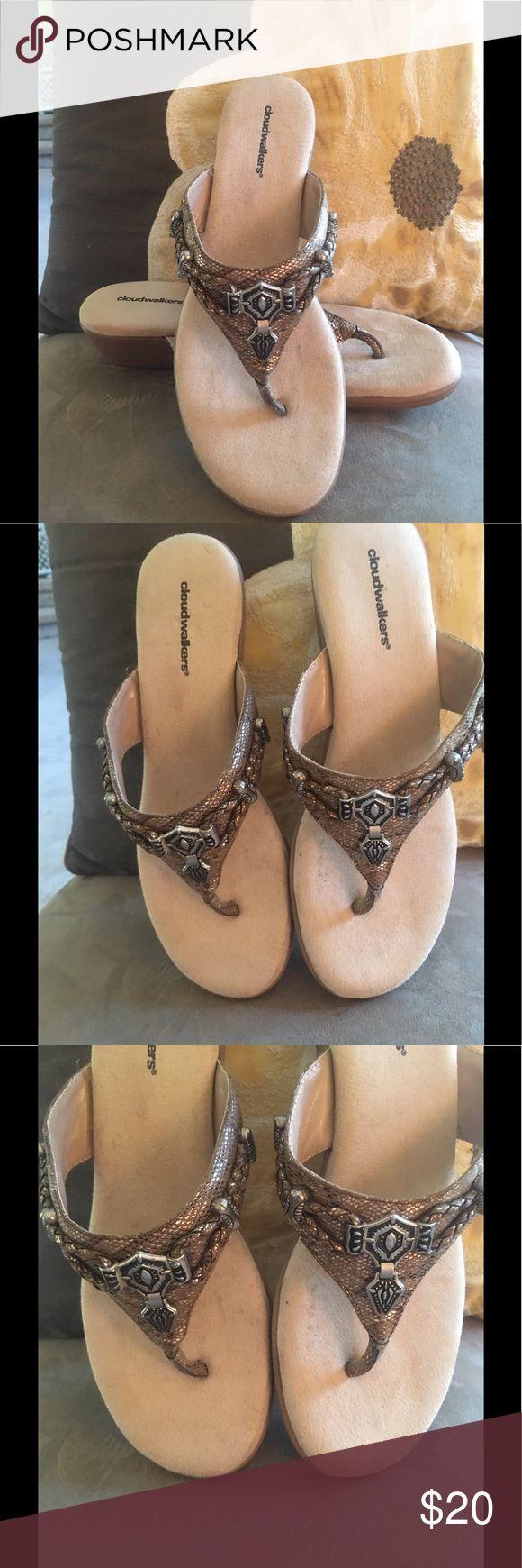 👡 Cloudwalker by Avenue Gold metallic flip flop Gold Metallic flip flop with rubber sole. Avenue Shoes Sandals