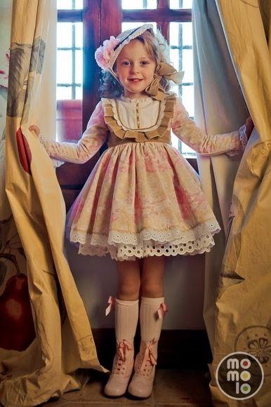 Look de Bebés Chic | www.momolo.com | MOMOLO Street Style Kids :: La primera red social de Moda Infantil #kids #dress #modainfantil #fashionkids #kidsfashion #childrensfashion #childrens #niños #kids #streetstyle #red #ropaniños #kidsfashion #vueltaalcole #backtoschool #baby #modabebé #bebé #fw14 #aw14