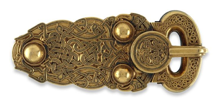 Early 7th cent, Sutton Hoo Burial. King's gold belt buckle;Bwcl aur y brenin. Gold belt-buckle, hollow with cast ornament.