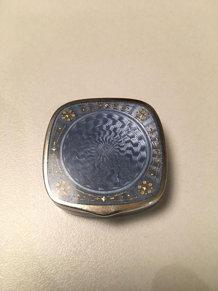 Gustav Gaudernack design for David Andersen. Guilloché silver pillbox with translucent blue-grey enamel and inlaid gold pattern. 1905-1910