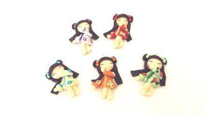 """Dalla serie """" MONDO KOKESHI"""" CIONDOLO CHARMS  bambole giapponesi 4,5 cm -    - UNA SCELTA I  - portafortuna     - FIMO -   - idea regalo - natale -"""