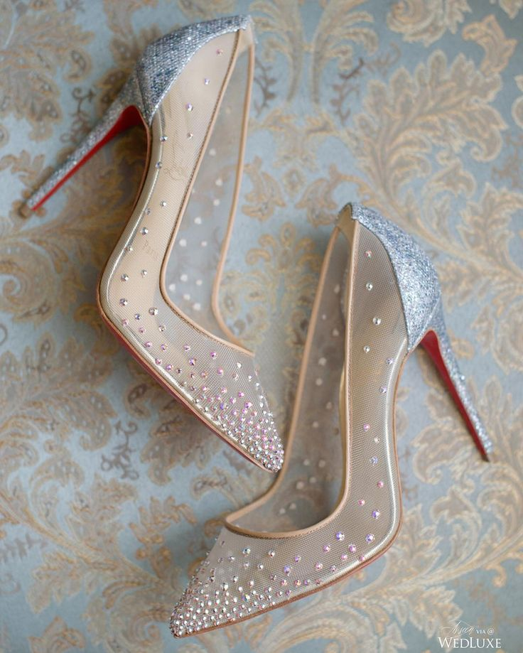 I NEED these shoes. look like Cinderella!