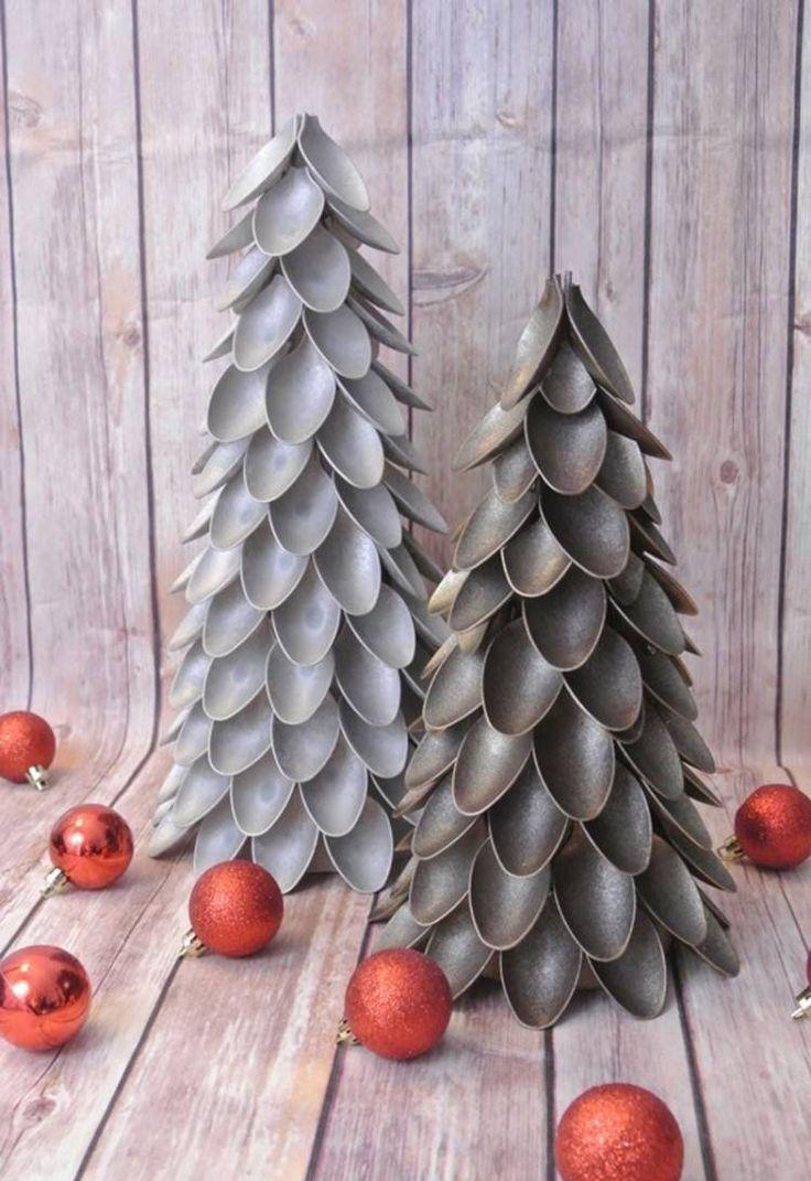 bricolages de Noël - des sapins originaux à fabriquer à partir de cuillères en plastique coupées et peintes en gris