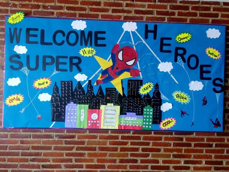 Periódico mural de superhéroes