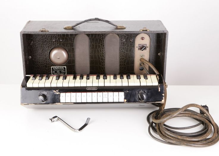 Jennings Organ Company Univox ~ England, 1940 ~ created by the Accordeon factory from Dartford (later  Jennings Musical Industries; known for the Vox range of organs and amplifiers), it was a monophonic, portable, piano attachment instrument similar to the Clavioline ~ It's sound came from a vacuum-tube sawtooth generator (as opposed to the square wave of the Clavioline)      #electronicmusic #synthesizer #instruments #electroacoustic #sound #synthesis