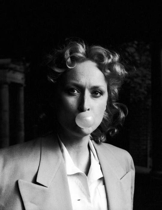 """Τaking a break during filming """"Sophie's Choice"""" (1982)"""