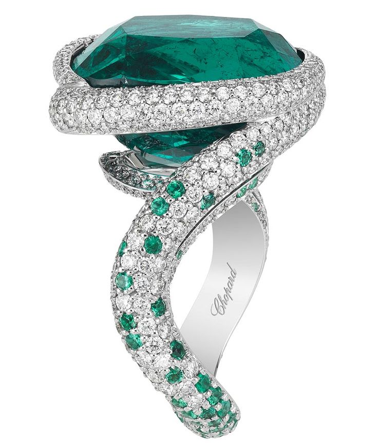CHOPARD 2016 RED CARPET COLLECTION ~ Ring</b> in 18ct white gold featuring a 14.8cts cushion–shaped emerald and set with brilliant–cut diamonds (1.6cts) and brilliant–cut emeralds