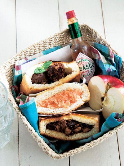 Recipe : Meatball Sandwich /  Spicy Cod Roe Mashed-Potato Sandwich / Pork, Walnut and Raisin Sandwich/カジュアルトーストサンド