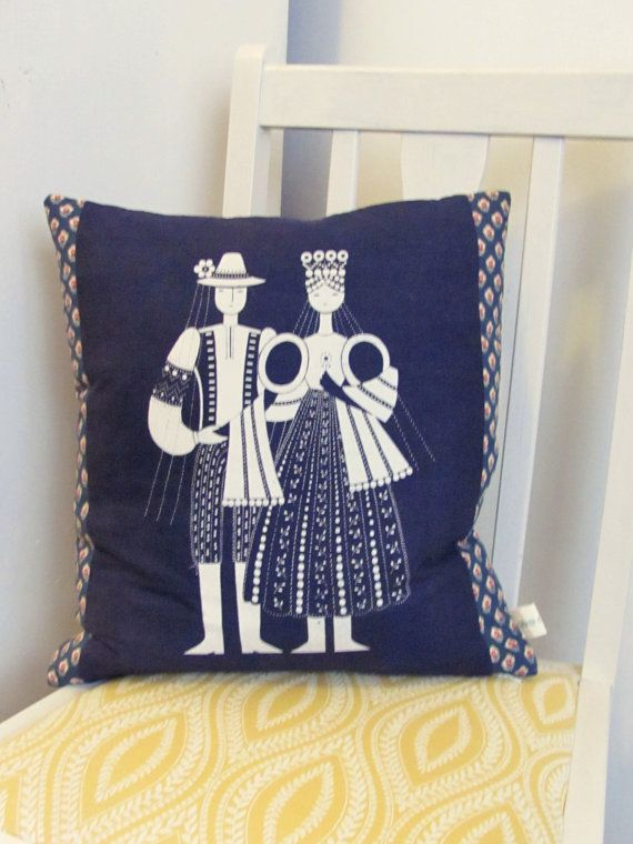 17 Best images about Cushions and pillows on Pinterest Swedish embroidery, Embroidered pillows ...