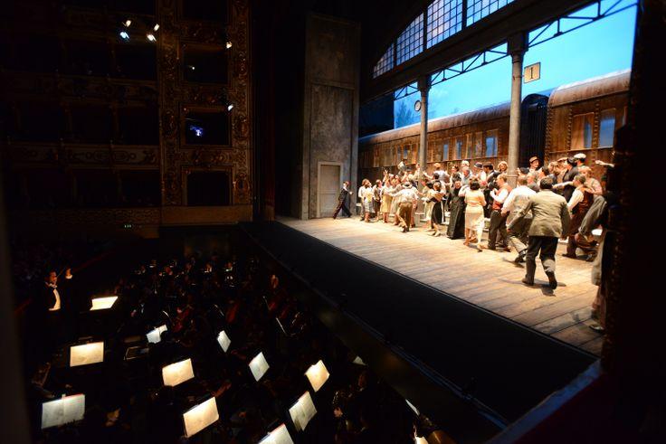 La scena e l'Orchestra regionale dell'Emilia Romagna in buca - Pagliacci (Ph. Roberto Ricci)