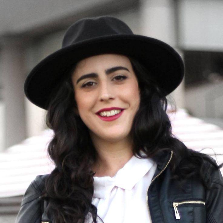 Sophilosophie. Diseñadora de indumentaria, amante de la belleza, YouTuber y Blogger.