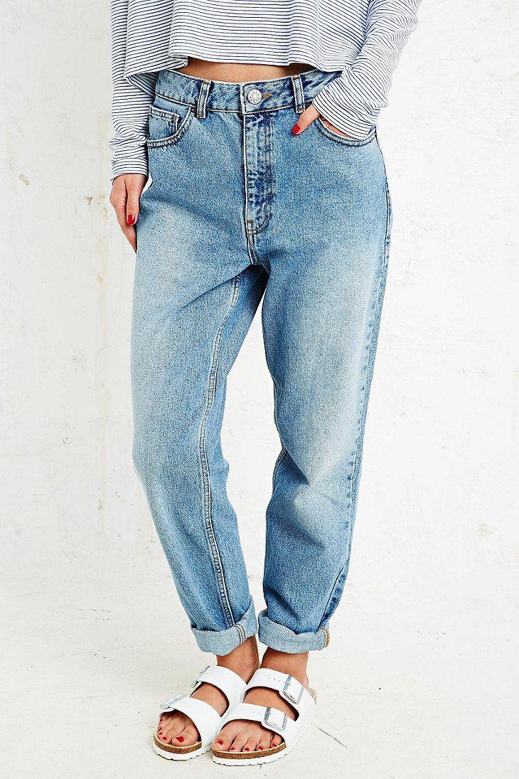 BDG Mom Jeans on Urban Outfitters #UrbanOutfitters #Jeans #Sandales Les claquettes piscine, l'indispensable de cet été!