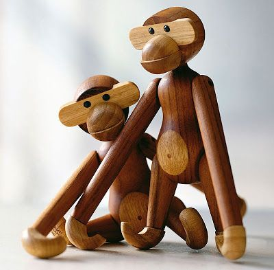 The monkey– designed by Kaj Bojesen in 1951 – is a Danish classic hanger and art piece.