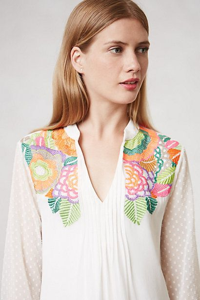 I wonder how easy this top would be to make with a border print on white fabric....