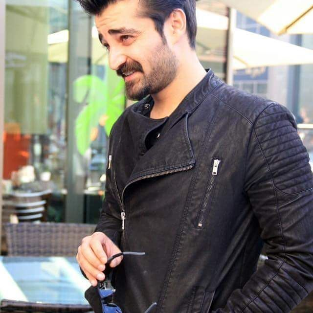 His expressions are like Imran khan in this particular picture Pc : fb✔ #Hamzaaliabbasi #bae #black #slays #perfectionist #slayer #classy #damnhamza #haafamily #hamzalians #ProudPakistani #downtoearth #bestperson #simple #lovehim #respect #wow#bestcelebrity #myinspiration #motivation #bestest