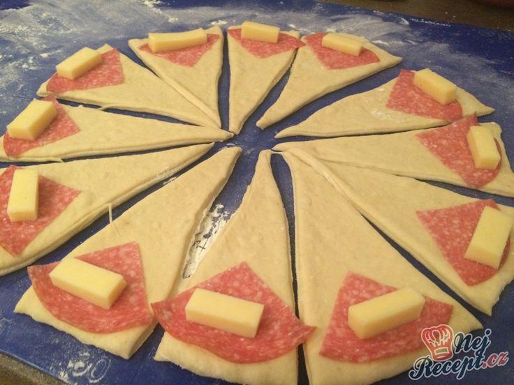 Sladké croissanty jsem tentokrát nahradila a připravila slané. I na těchto si mé dětičky pochutnali. Autor: Karambola