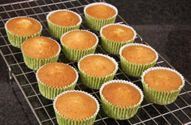 Today I share my fluffy yummy cupcakes recipe. I discovered this recipe from Rachel Allen and it has never failed me. I hope you find it as versatile as I