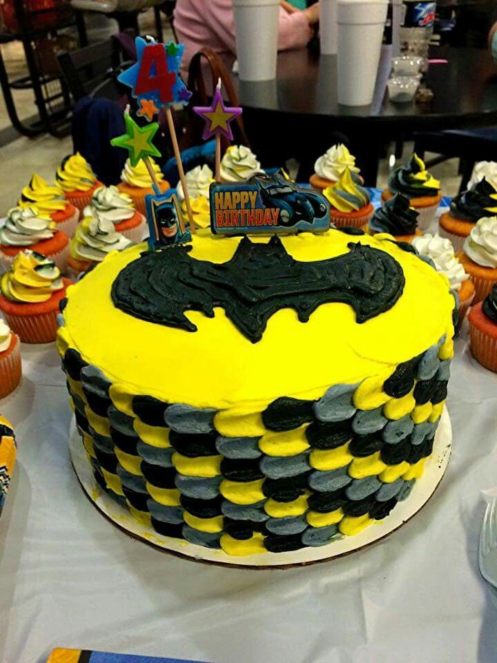 25 Best Ideas About Batman Cakes On Pinterest Batman