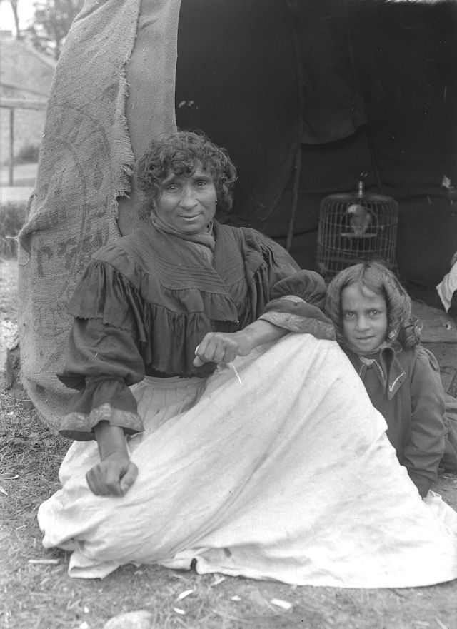 Romani mother and daughter Julia and kizzie Lee   Burton-in-Lonsdale, Yorkshire 1916.